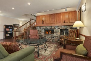 EV_75923849_STEVLiving_Room_With_Fireplace_600x400_72dpi